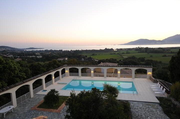 Studio Rez de jardin avec terrasse