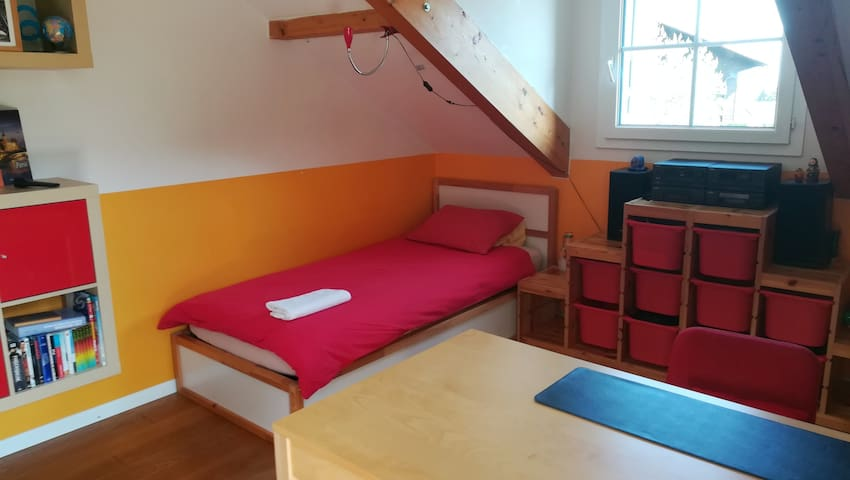 Chambre simple avec balcon + collation