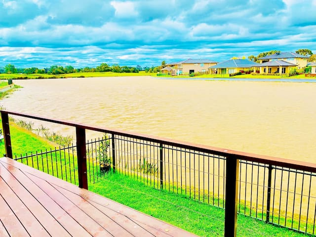 Luxury water front house in Golf course 4bed rooms