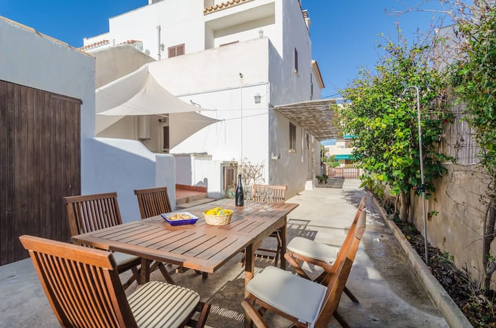 SON HOMS - Beautiful townhouse with patio and terrace, near the sea. Free WiFi