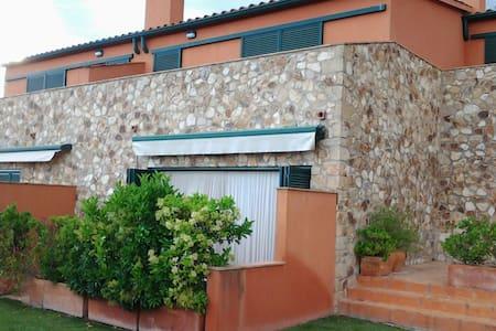 Casa apareada con piscina - Cassavells (Corçà)