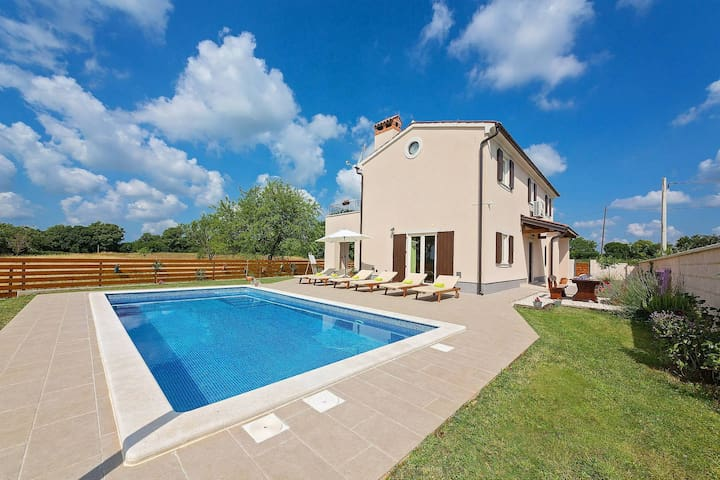 Villa Cicibella with swimming pool and big garden