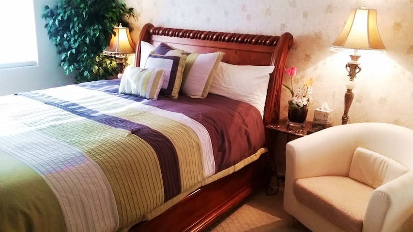 Private Clean Cozy Queen Bedroom w/Private Bath - Las Vegas - Casa