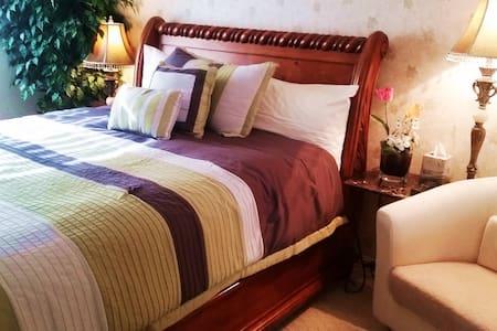 Private Clean Cozy Queen Bedroom w/Private Bath - 拉斯維加斯