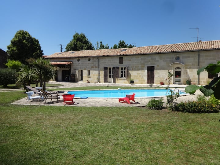 Calm apt in countryside near St Emilion with pool
