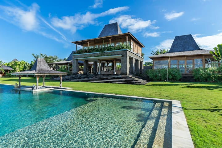 Tropical 6BR Large Pool Residence with Ocean View
