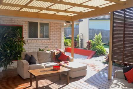 Casa Bonita - 4-bedroom Gold Coast Escape - Pimpama