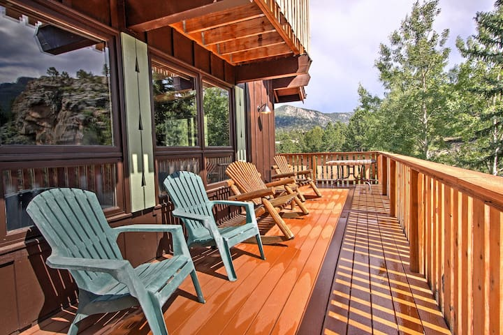 NEW! Peaceful Pines 4BR Estes Park Home w/Mtn View