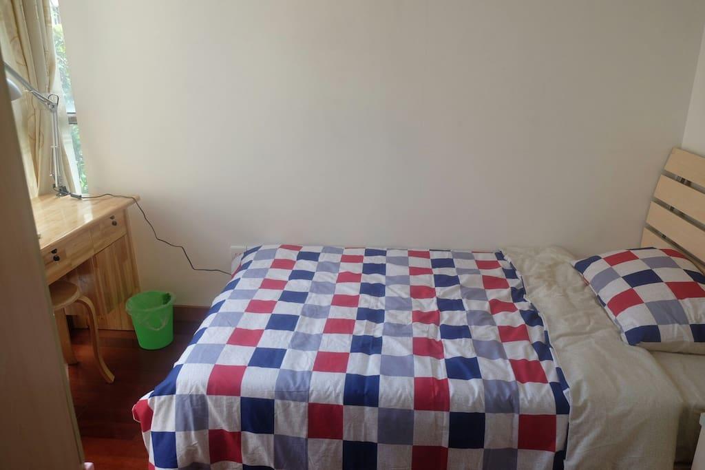 干净温馨小卧室
