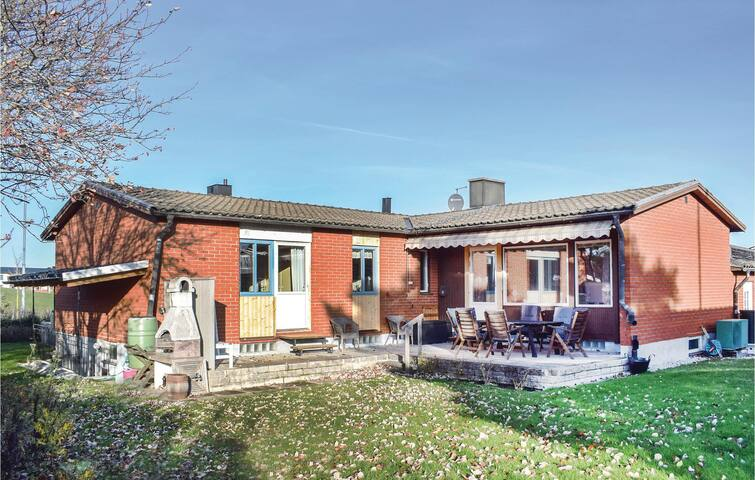 Holiday cottage with 4 bedrooms on 108 m² in Visby