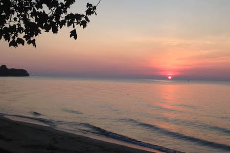 Lake Erie Private Sandy Beach Cottage w/Kayaks - Stony Point - Дом