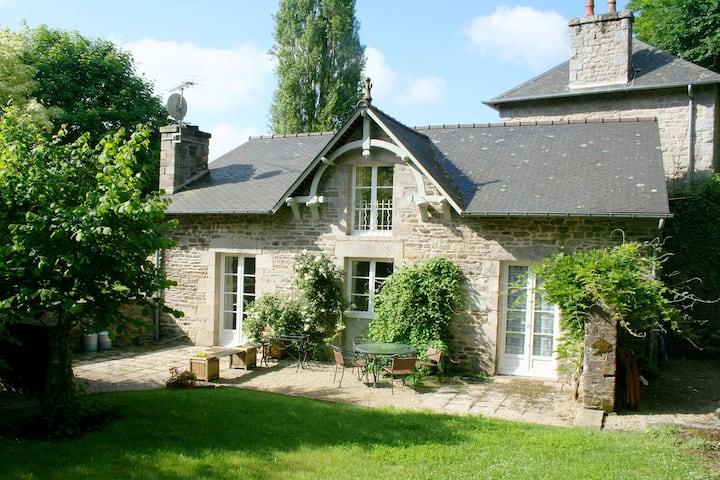Le Pintadeau Cottage - beside the Rance river