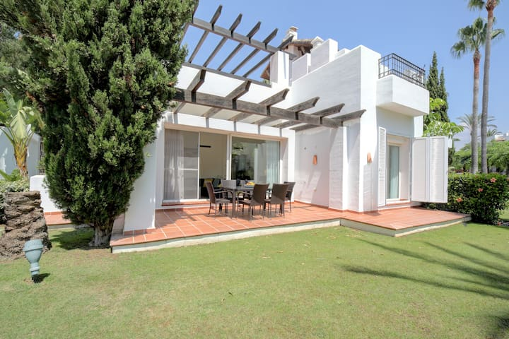 Luxury Family Modern Beach Villa, Alcazaba Beach