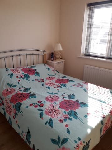Quiet spacious Double room with private bathroom
