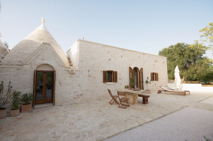 Rustic Puglia: Trullo farmhouse & pool sleeps 5