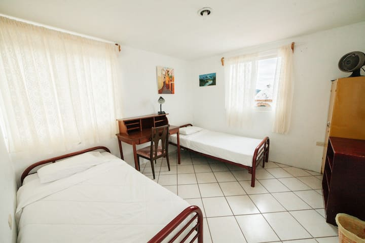Guest House for longer stays. 15min from Downtown