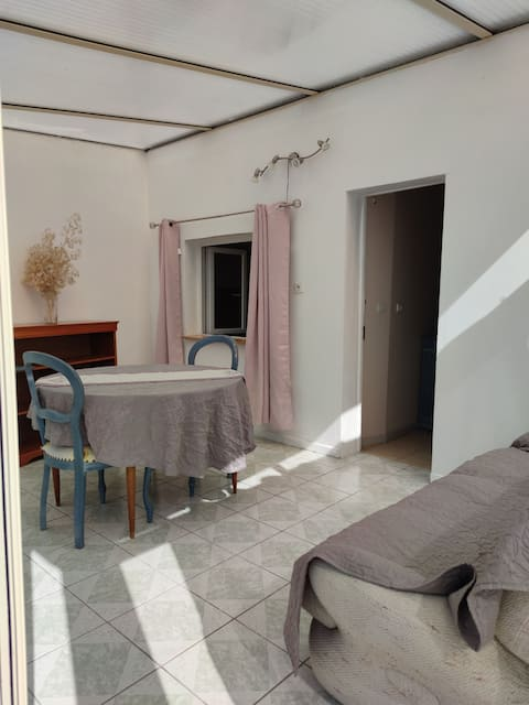 Small detached house, 80 m from the mother