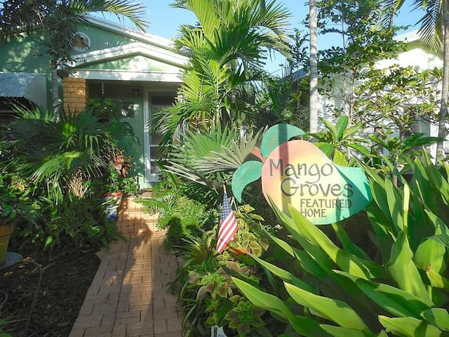 Historic stay minutes walk from Downtown & Beach - Lake Worth - Gästhus