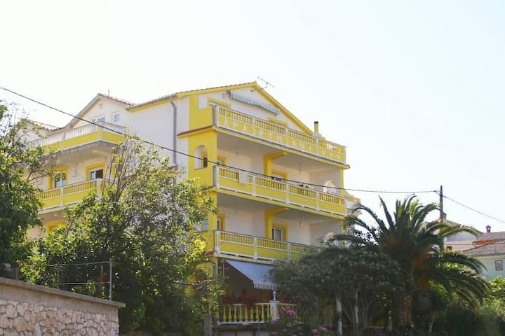 Two bedroom apartment with terrace and sea view Banjol, Rab (A-5041-c) - Banjol - Pis