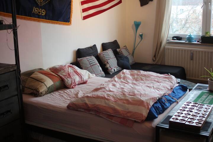 Geräumiges Zimmer in der Augsburger Innenstadt