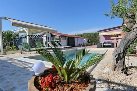 Villa Ruber  (with heated swimming pool )