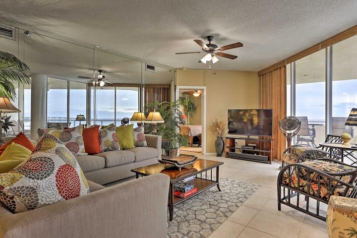 Destin Condo w/Balcony, Harbor View & Pool Access!