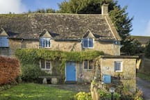 Slatters Cottage - 17th Century Grade II listed