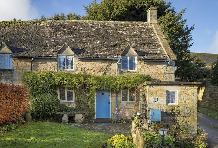Luxury 17th century cottage in the Cotswolds