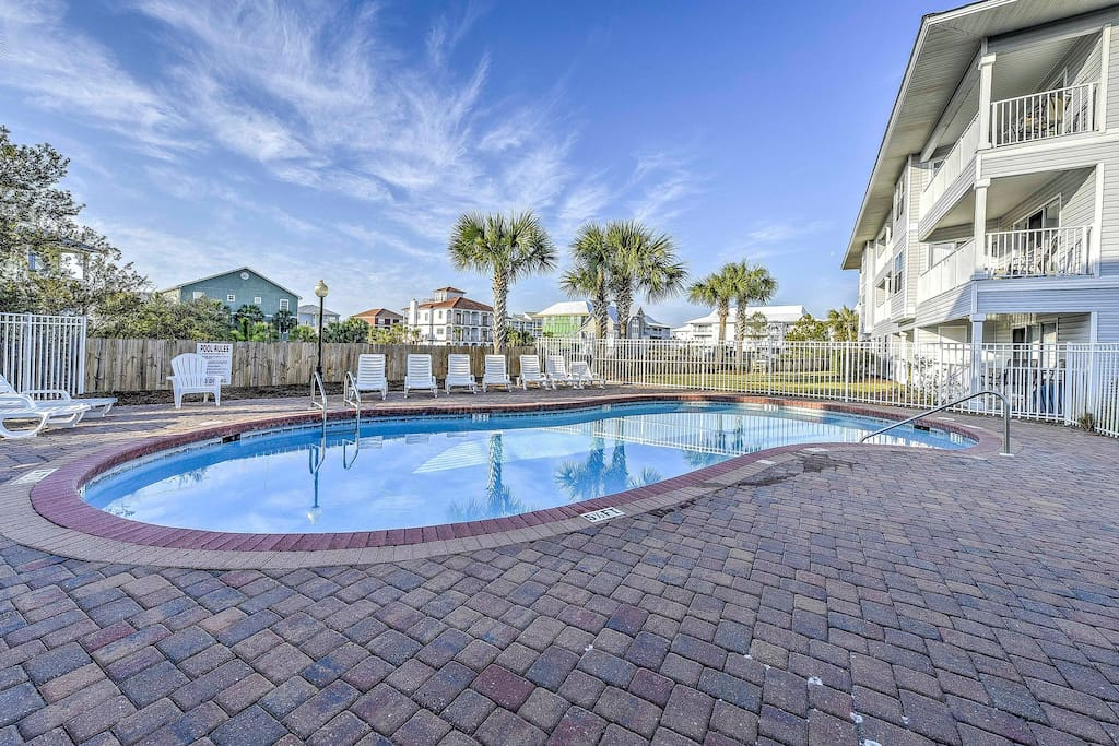 Spend the day lounging by the community pool and soaking up the sunshine!