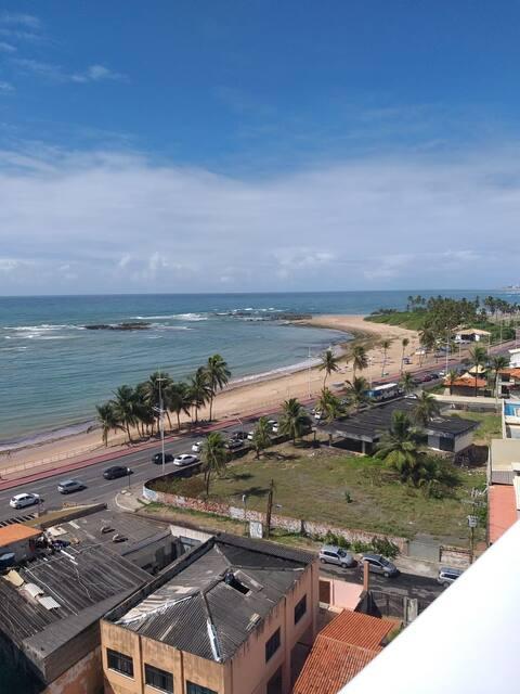 Charmoso apê inteiro em frente ao mar de Itapuã