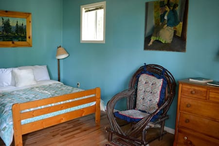 A romantic room for couples at Smoothwater Lodge
