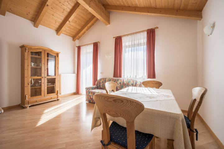 Cozy Apartment Löwenzahn with Mountain View, Wi-Fi, Sauna, Terrace & Balcony; Parking Available