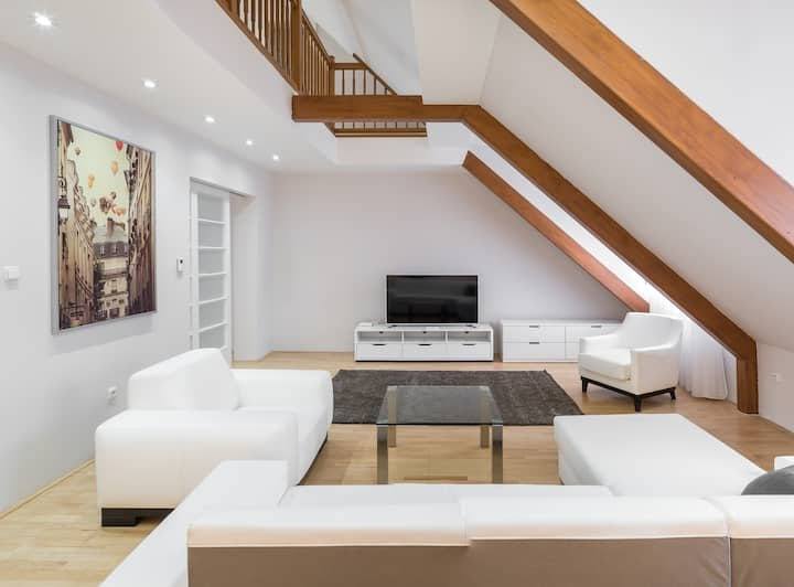 €2.5 Million Old Town 3BR Penthouse ★★★★★