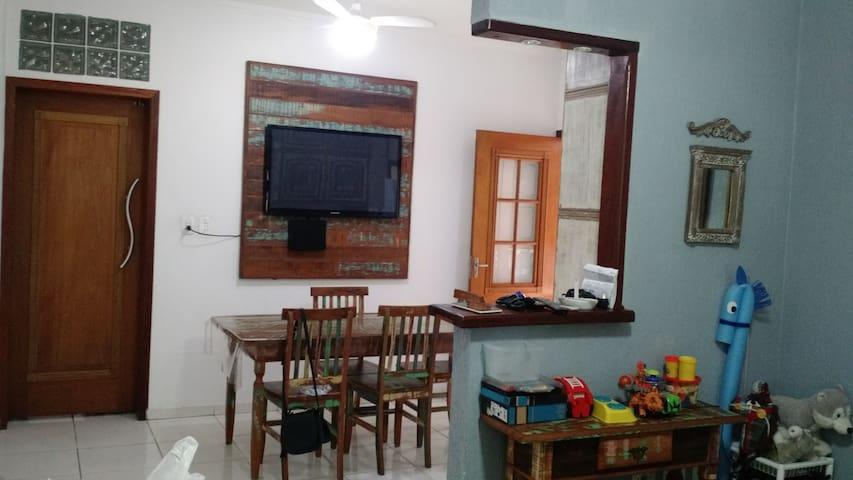 Um quarto, café e prosa! - Pindamonhangaba - บ้าน