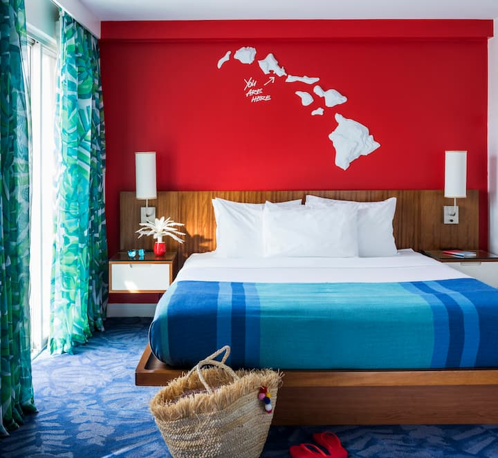 Shoreline Hotel Waikiki, One Queen Bed