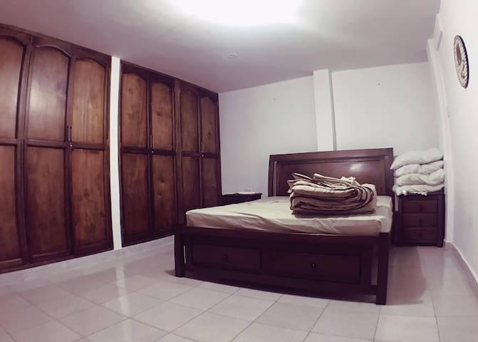 private room 2 people close to carnival good locat - Barranquilla - Hus