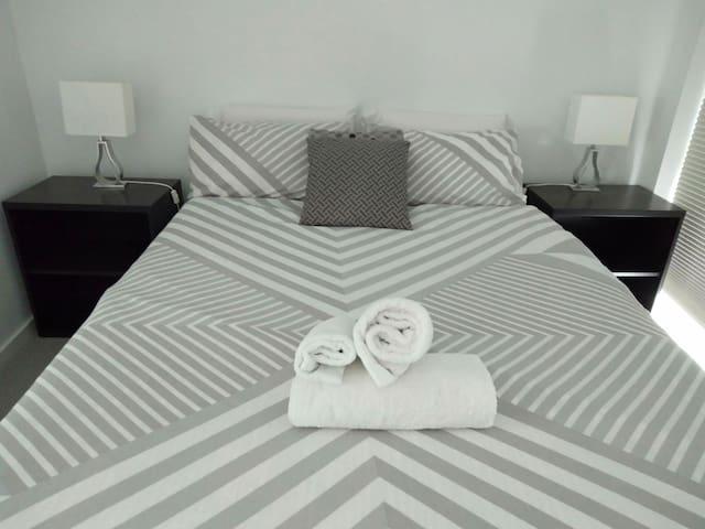 Modern Northbridge Apartment - FREE PARKING + CBD
