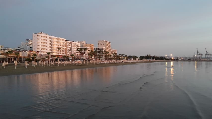 Entire Place. 10 minute walk to everything! - Larnaca