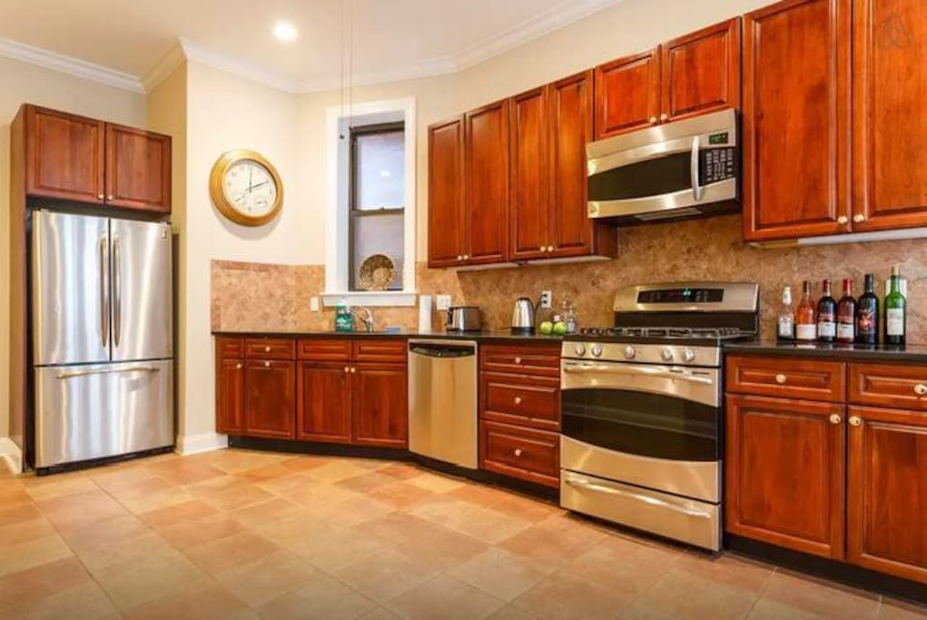 Fully equipped chefs kitchen great for preparing home cooked meal :)