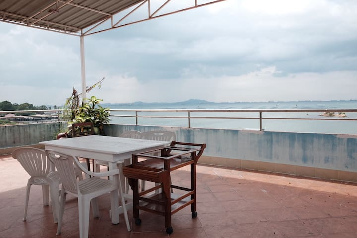 Penthouse - Sea View (300sqm)