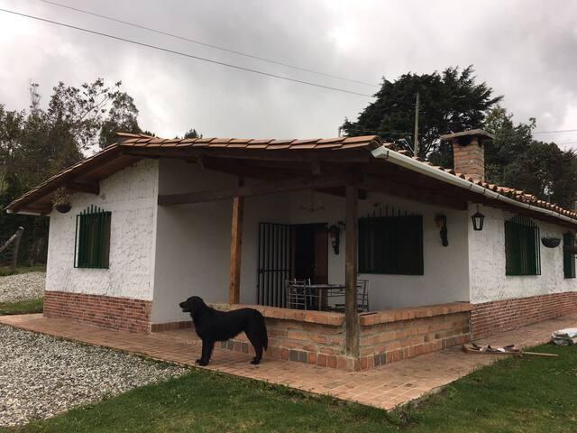 Hermosa casa campestre Santa Elena - Medellín - Kisház
