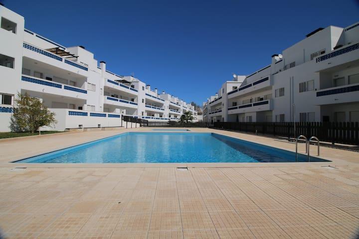 Apto T1 + 1 Cond fechado , piscinas - Santa Luzia