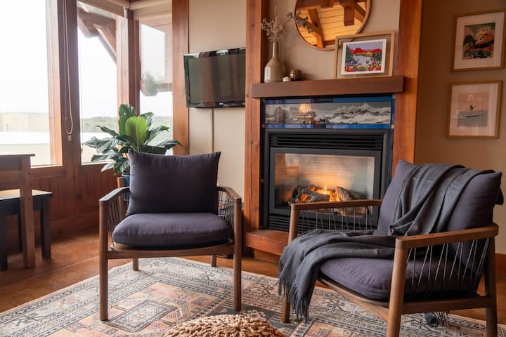 """Cannery Row"" Surf Loft at Ucluelet's Waterfront"