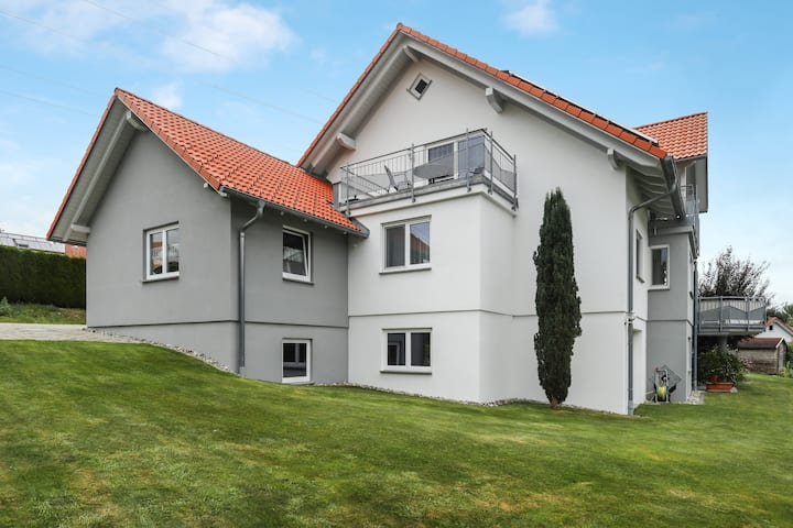 "Cozy Apartment ""Ferienwohnung Merk Klein"" in a Quiet Area with Wi-Fi, Balcony & Garden; Parking Available"