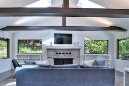 Bright, Modern 5b/4ba Portola Valley Retreat