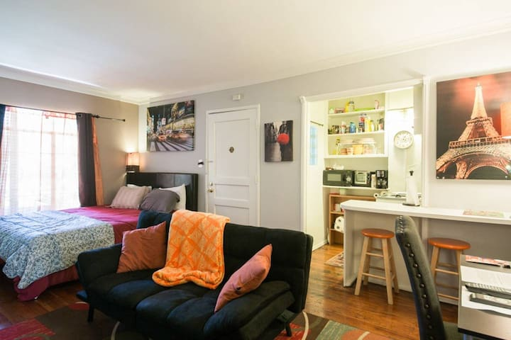 Awesome Hollywood Bungalow C with Perfect Location
