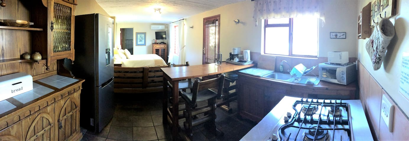 18 on Kloof Guest House - Leopard Room