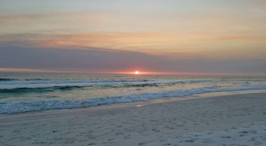 Sleeps 7- 150 feet from the beach as see on HGTV!!