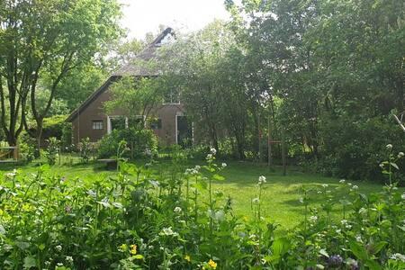 Spacious farmhouse / large garden in a quiet area