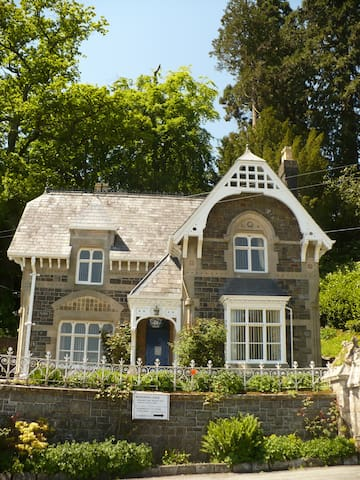 Quaint Victorian country cottage Broneirion Lodge - Powys - House